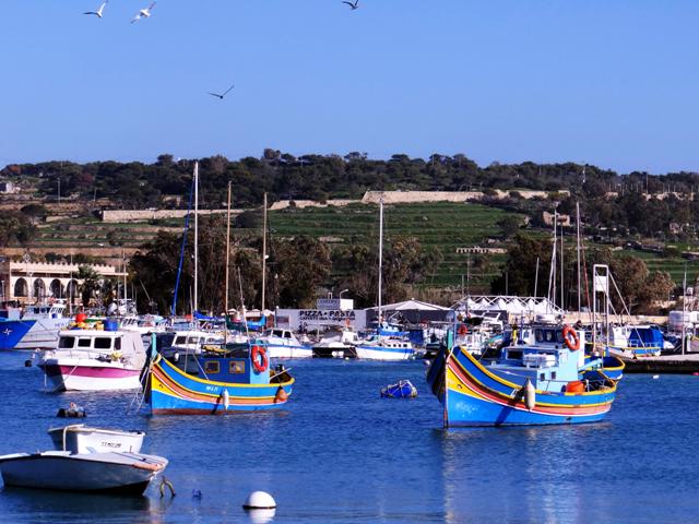 Barquinhos em Marsaxlokk, cidade de pescadores.